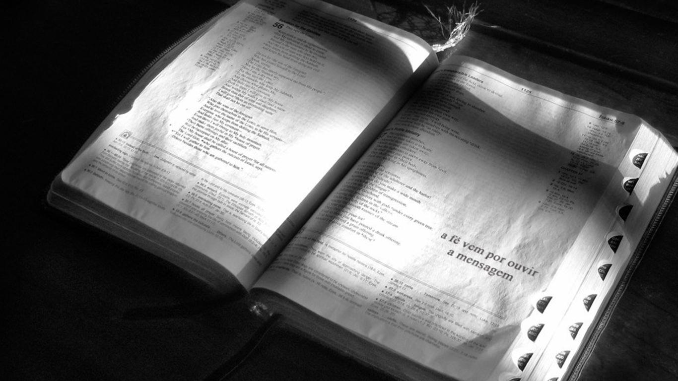 wallpaper cristao hd bíblia aberta fé vem por ouvir mensagem_1366x768