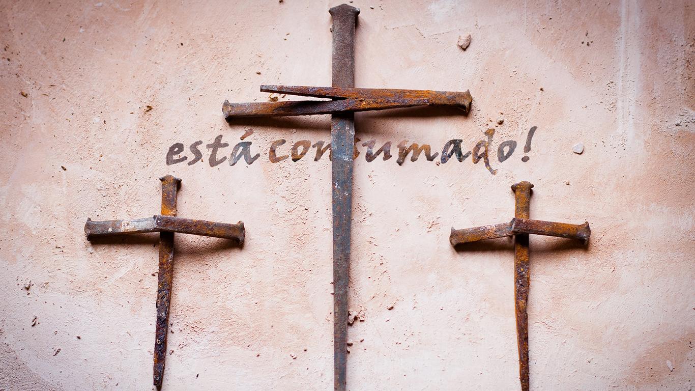 wallpaper cristao hd está consumado cruz três cravos pregos Jesus_1366x768