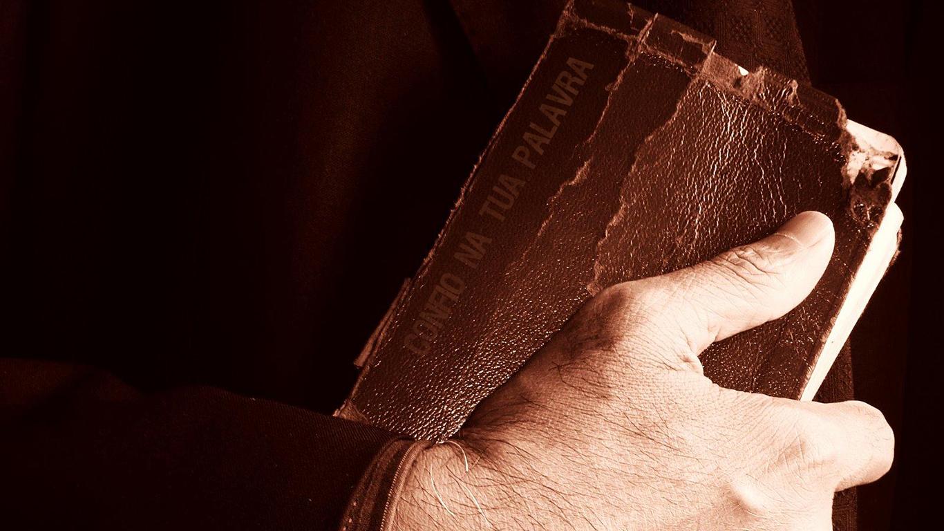 wallpaper cristao confio na tua palavra bíblia_1366x768